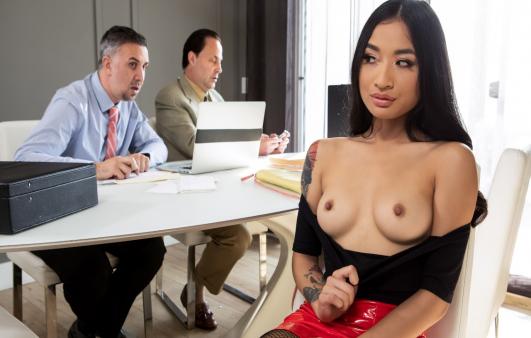 Patronun Azgın Kızı Rahat Durmayınca Dersini Verdi